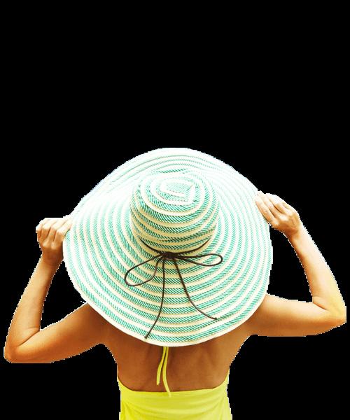 ragazza con cappello da spiaggia